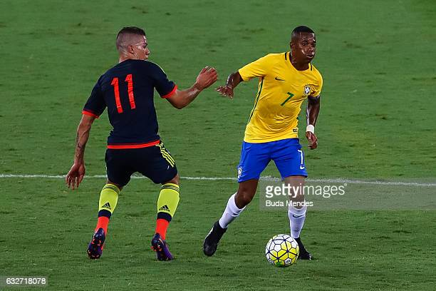 Robinho of Brazil struggles for the ball with Matheus Uribe of Colombia during a match between Brazil and Colombia as part of Friendly Match In...