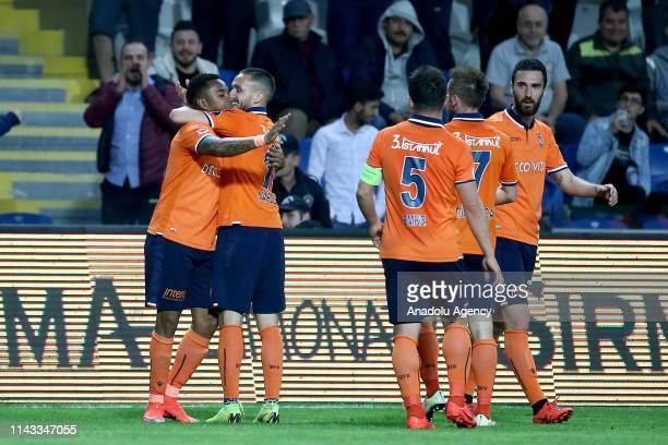 Robinho of Medipol Basaksehir celebrates his goal with his team mates during a Turkish Super Lig football match between Medipol Basaksehir and MKE...