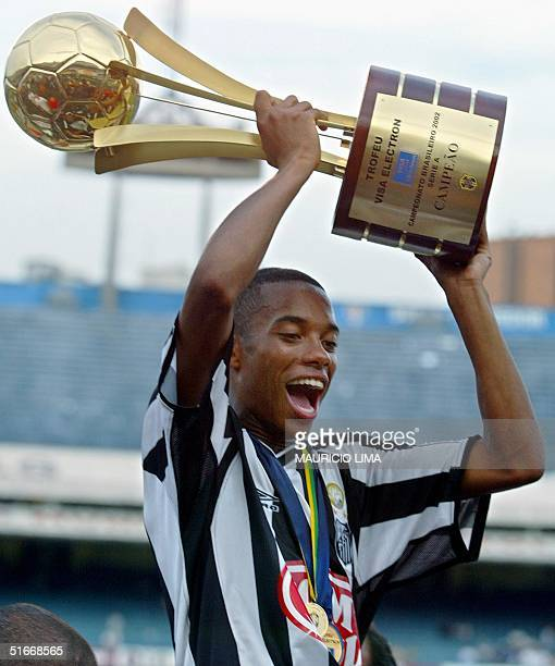 Robinho of Santos lifts the trophy 15 December at Morumbi Stadium in Sao Paulo after his team defeated Corinthians in the Brazilian soccer...