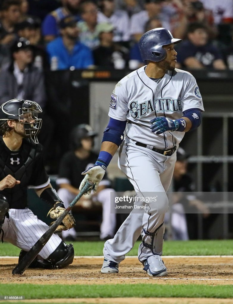Robinson Cano #22 of the Seattle Mariners hits a single in the 7th inning against the Chicago White Sox at Guaranteed Rate Field on July 14, 2017 in Chicago, Illinois.