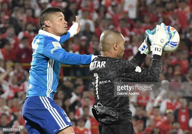 Robinson Zapata goalkeeper of Santa Fe struggles for the ball with Ayron del Valle of Millonarios during the second leg match between Millonarios and...