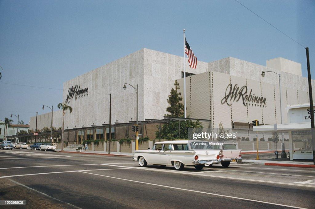 J. W. Robinson's : News Photo