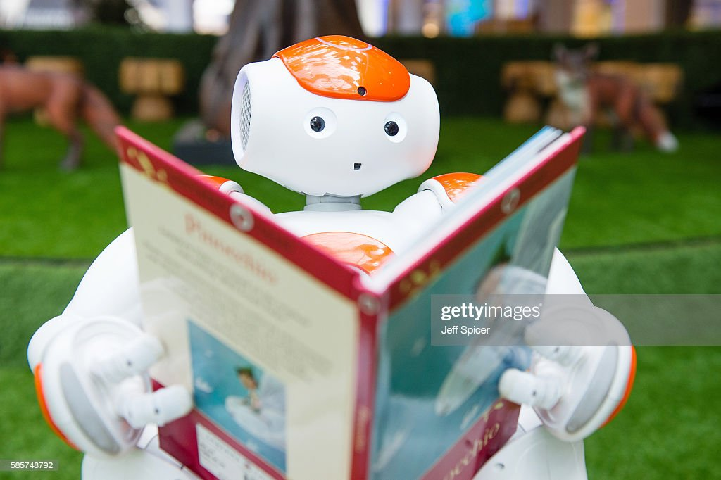 Alexander The Friendly Robot Comes To Westfield For Robot Readings : News Photo