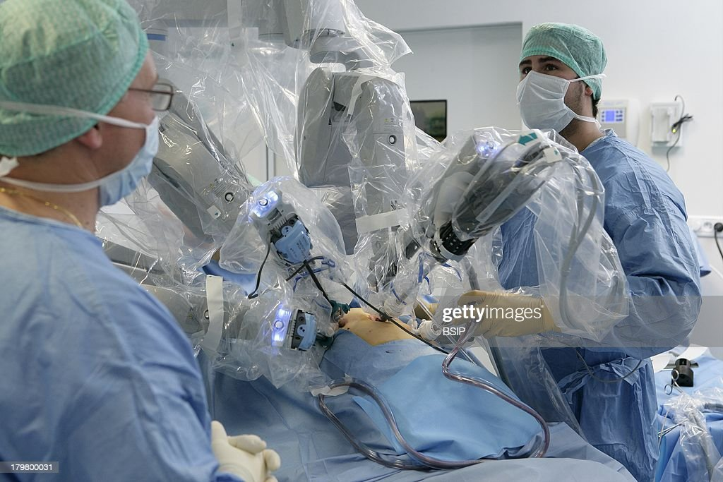 Robot-Assisted Surgery : News Photo