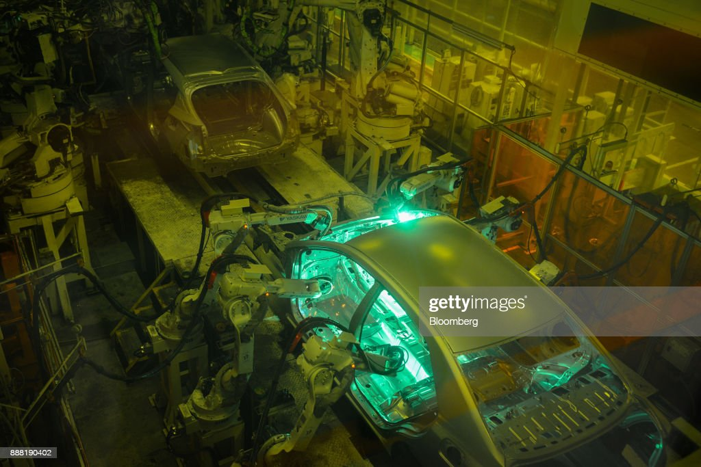 Making of the Toyota Motor Prius at the Automakers Tsutsumi Factory : News Photo