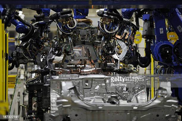 Toyota factory robot stock photos and pictures getty images for Honda motor company stock