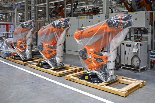 Robots in the car factory - gettyimageskorea