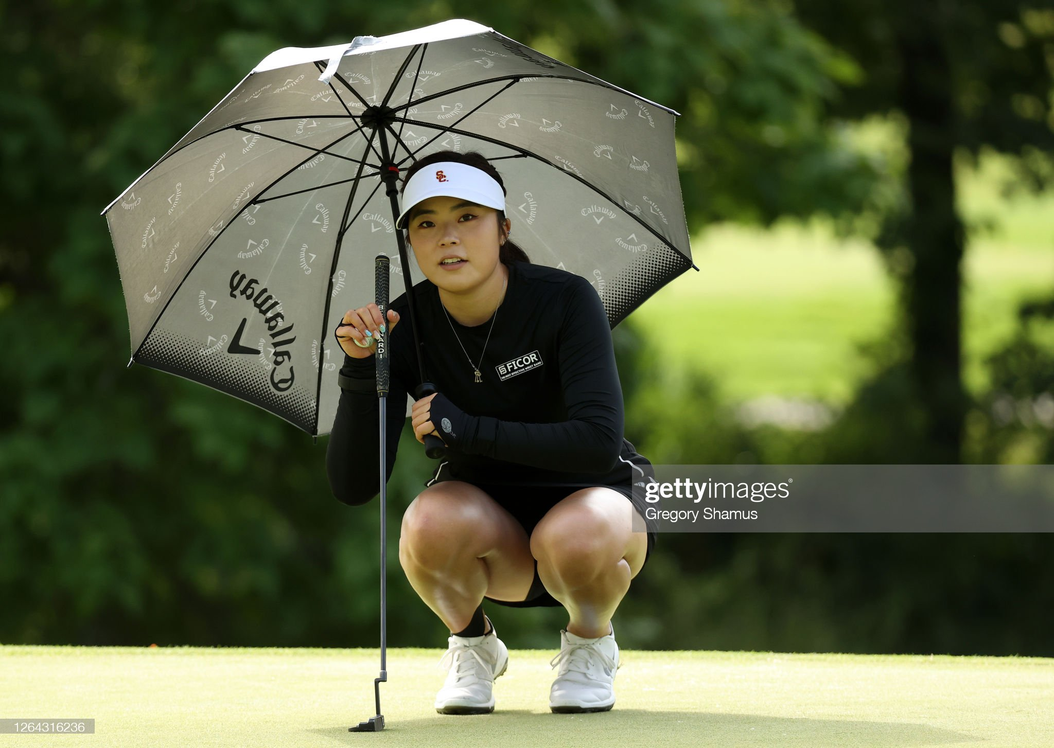 https://media.gettyimages.com/photos/robynn-ree-lines-up-a-putt-on-the-eighth-hole-during-the-first-round-picture-id1264316236?s=2048x2048