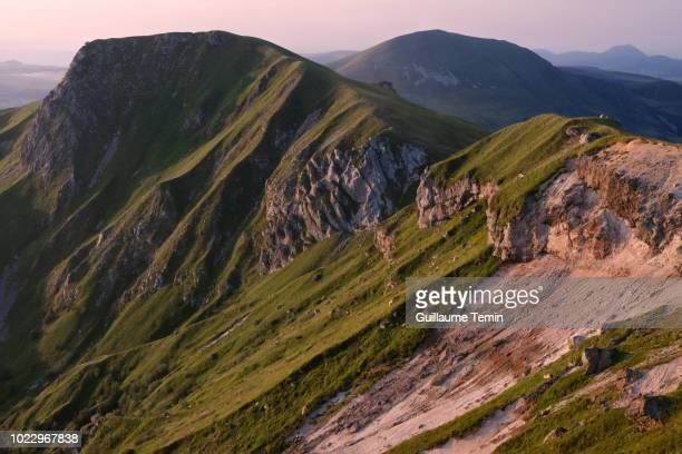 roc cuzeau sancy cliffs - auvergne rhône alpes stock pictures, royalty-free photos & images