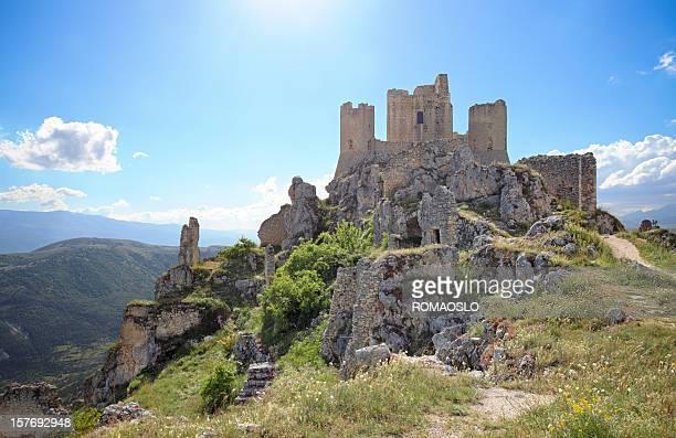 アブルッツォカラッシオ城で、イタリア - アブルッツォ州 ストックフォトと画像