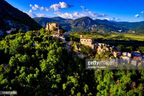 rocchetta alta village in molise, italy - molise foto e immagini stock