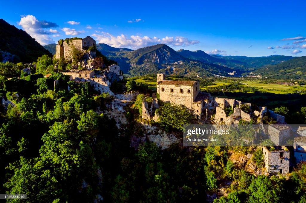 Rocchetta Alta village in Molise, Italy : Foto stock