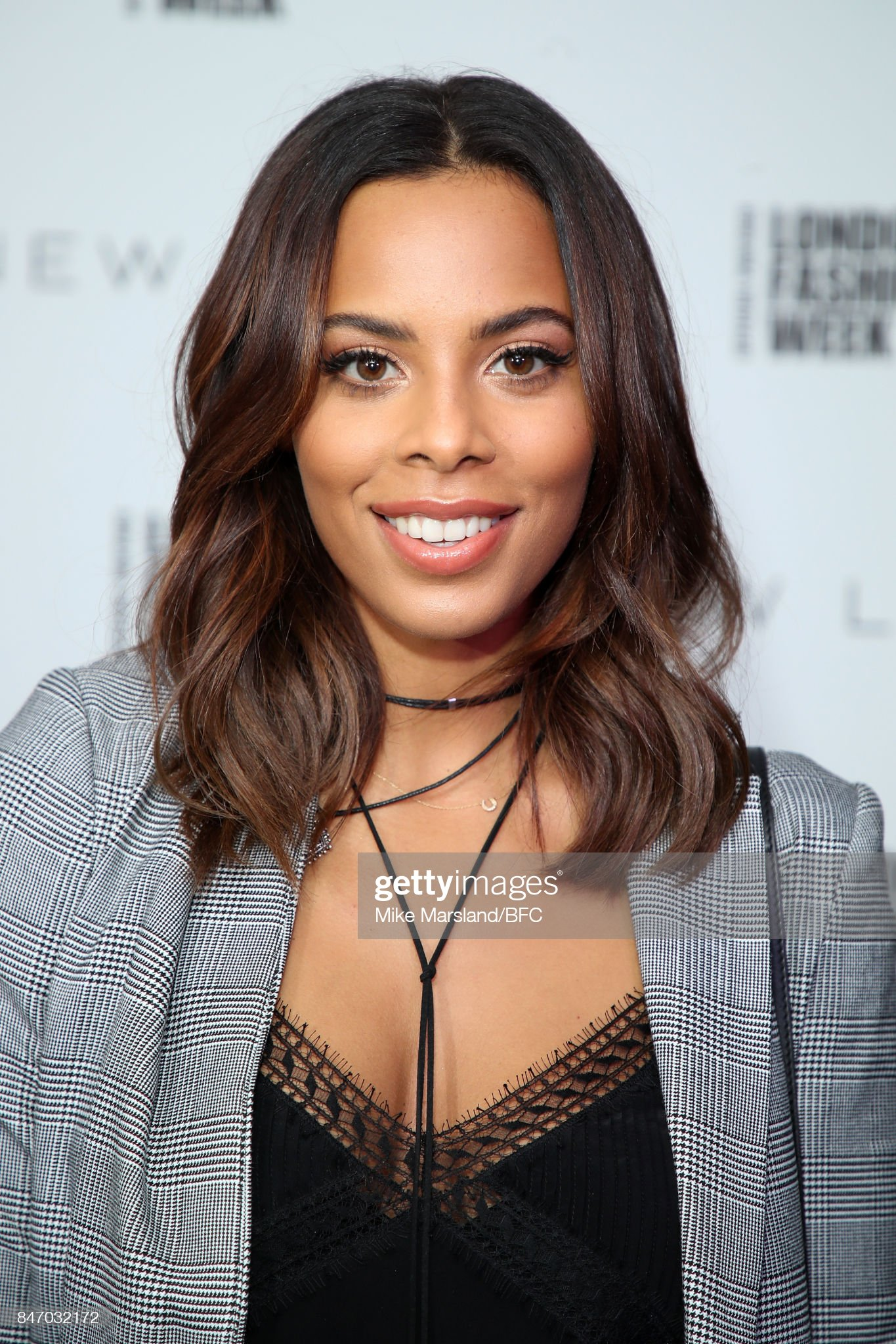 Ojos marrones - Personas famosas con los ojos de color MARRÓN Rochelle-humes-attends-the-new-look-and-the-british-fashion-council-picture-id847032172?s=2048x2048