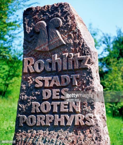 Rochlitz die Stadt des roten Porphyrs vom laengst erloschenen Vulkan des Rochlitzer Berges im Tal der Zwicker Mulde in Sachsen