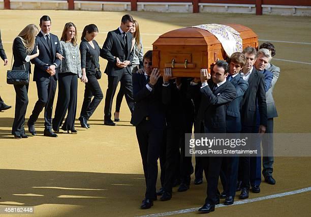 Rocio Escalona Jose Maria Manzanares Yeyes Manzanares Ana Manzanares and Manolo Manzanares follow the coffin of the bullfigher Jose Maria Manzanares...