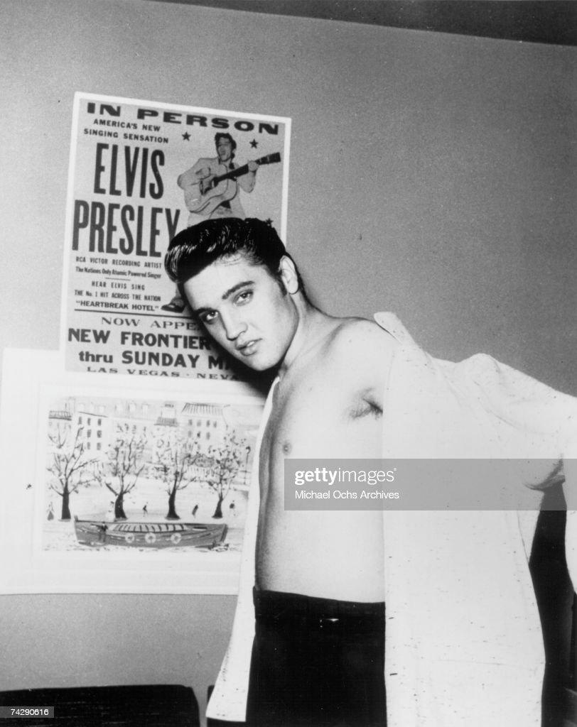 Elvis Presley in Vegas in 1956 : News Photo