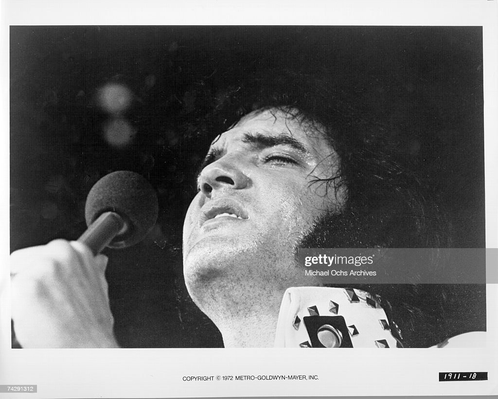 Rock  and roll singer Elvis Presley : News Photo