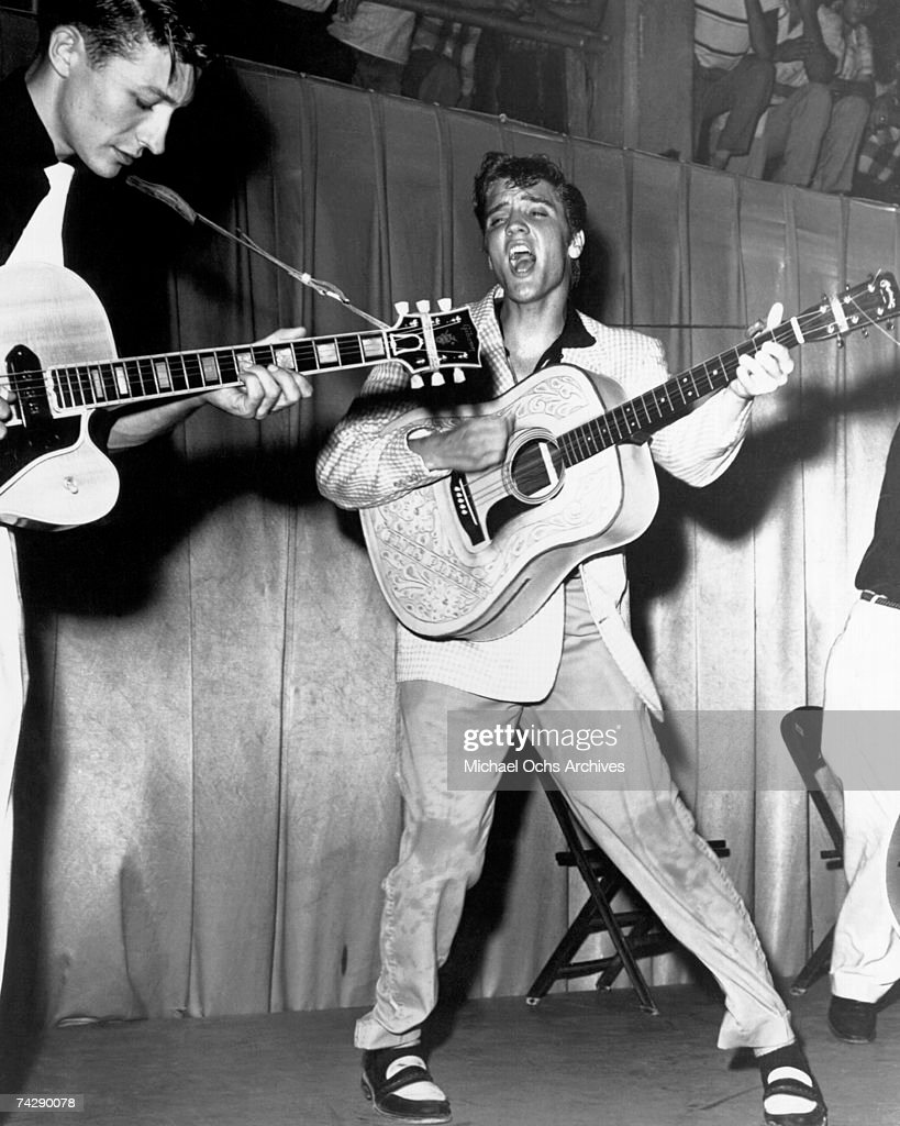 Elvis Presley and Scotty Moore : ニュース写真