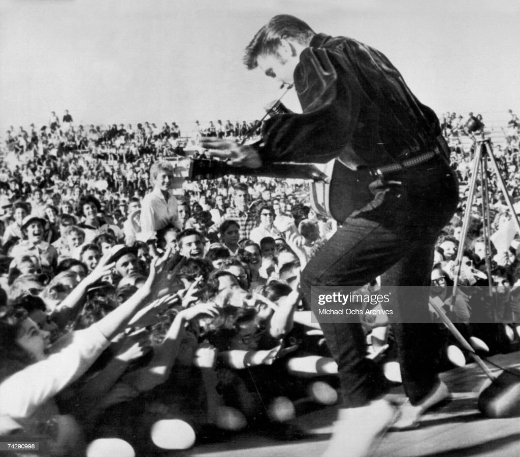 Elvis Presley plays his hometown : ニュース写真