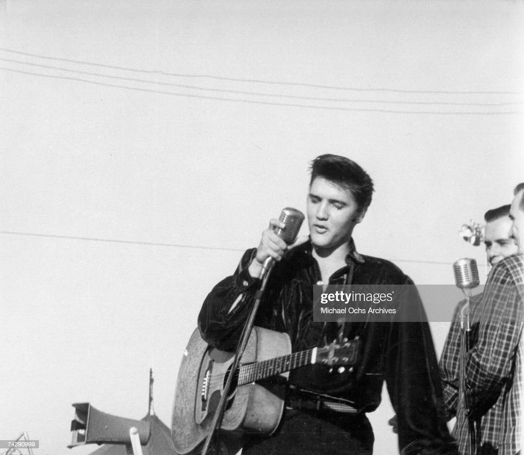 Elvis Presley plays his hometown : News Photo