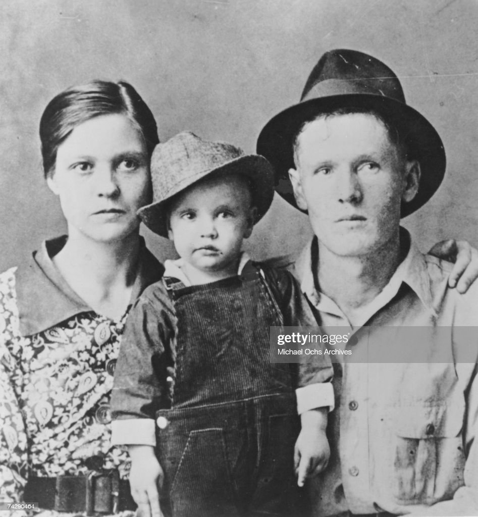 Elvis Presley with his parents : News Photo