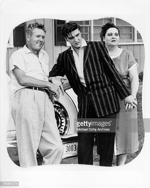 Rock and roll singer Elvis Presley poses for a portrait with his parents Vernon and Gladys Presley in circa 1956