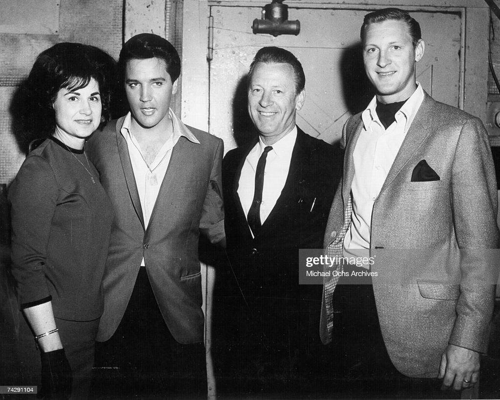Rock and roll singer Elvis Presley poses with Kitty Wells (left) and husband Johnnie Wright (third from right) circa 1961.