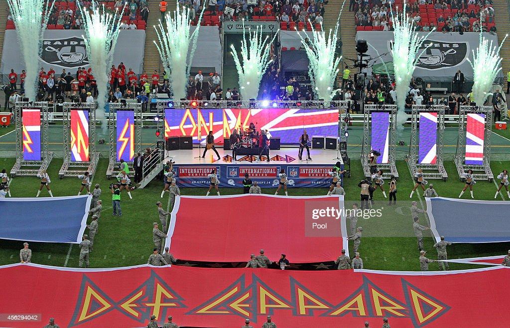 Oakland Raiders v Miami Dolphins : News Photo