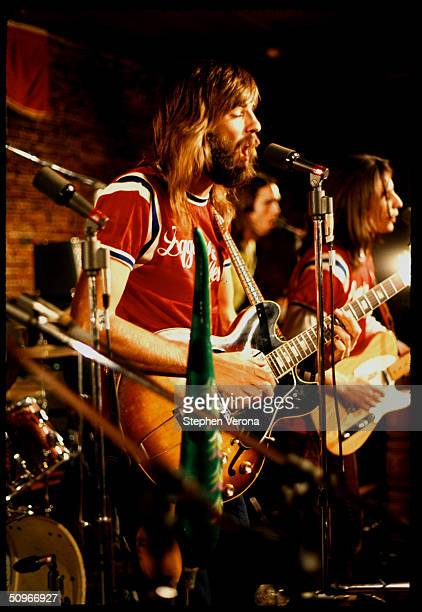 Rock band Loggins and Messina perform on a small stage on June 10, 1972 in San Francisco, California.