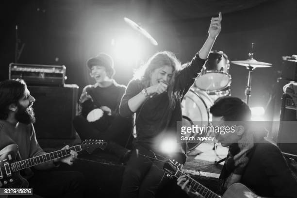 rock band performing at the club - rehearsal stock pictures, royalty-free photos & images