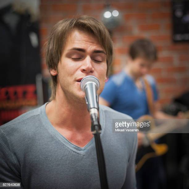 rock band practising - lead singer stock pictures, royalty-free photos & images