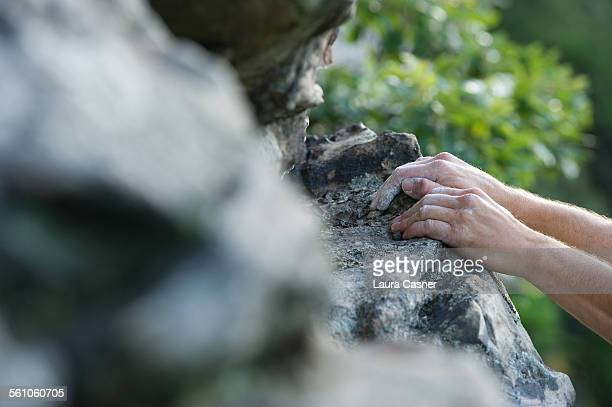 rock climber - chalky hands on rocks - laura rau stock-fotos und bilder