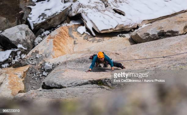 rock climber climbing bienvenue au georges v route, pointe des nantillons, alps, haute-savoie, france - 状態 ストックフォトと画像