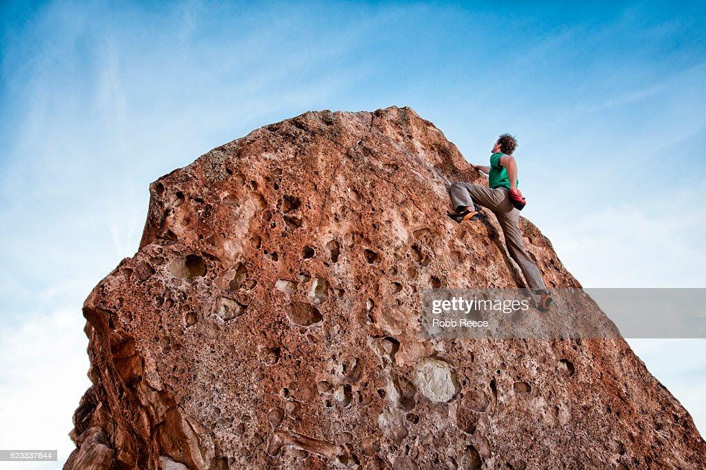 Rock climber climbing boulder : Stock Photo