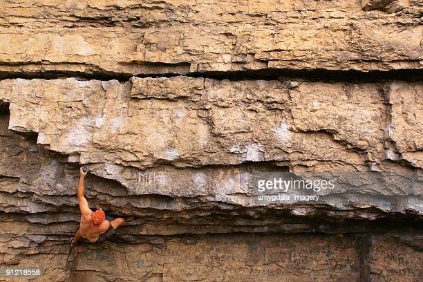 rock climber climbing landscape - free climbing stock pictures, royalty-free photos & images