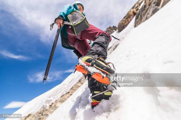 rock climber in snowy slope, el chaltén, south patagonia, argentina - cerro torre stock-fotos und bilder
