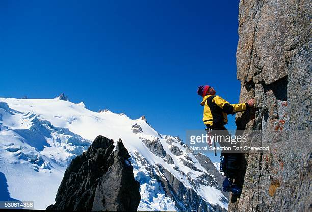 rock climber on mountain cliff - dan sherwood photography stock pictures, royalty-free photos & images