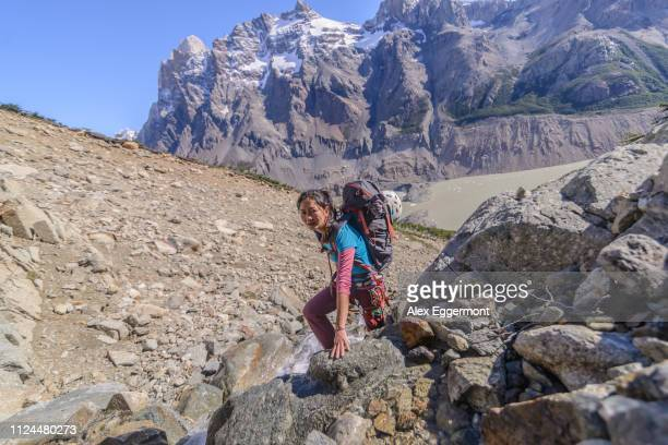 rock climbing in el chaltén, south patagonia, argentina - cerro torre stock-fotos und bilder