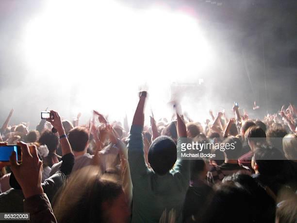 rock concert - concierto de música pop rock fotografías e imágenes de stock