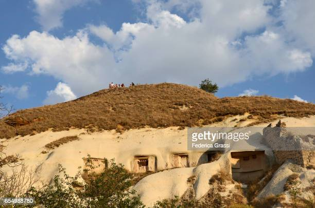 rock dwellings, goreme, cappadocia, turkey - pinnacle rock formation stock-fotos und bilder