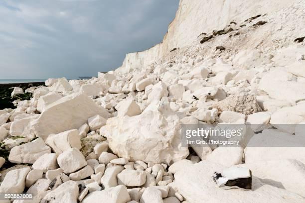 rock fall debris, seven sisters cliffs - 炭酸石灰 ストックフォトと画像