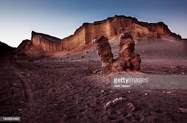 a rock formation at the valley of the moon, chile. - alex saberi fotografías e imágenes de stock