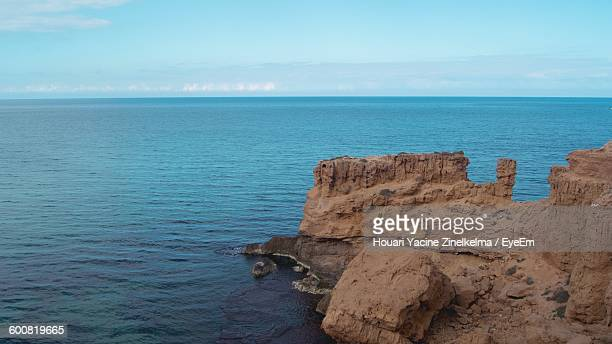 rock formation by sea - oran algeria photos et images de collection