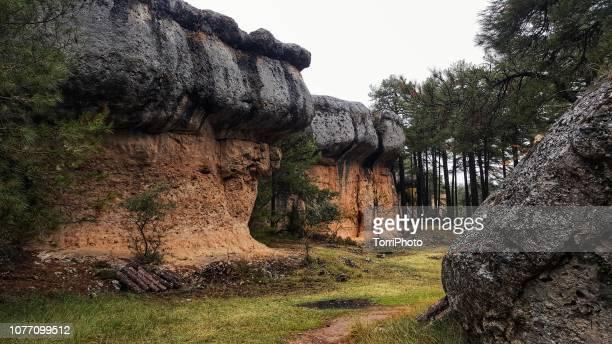 rock formation in ciudad encantada, spain - cuenca provincia de cuenca fotografías e imágenes de stock