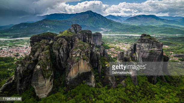 rock formation in meteora, greece - thessaly stock pictures, royalty-free photos & images