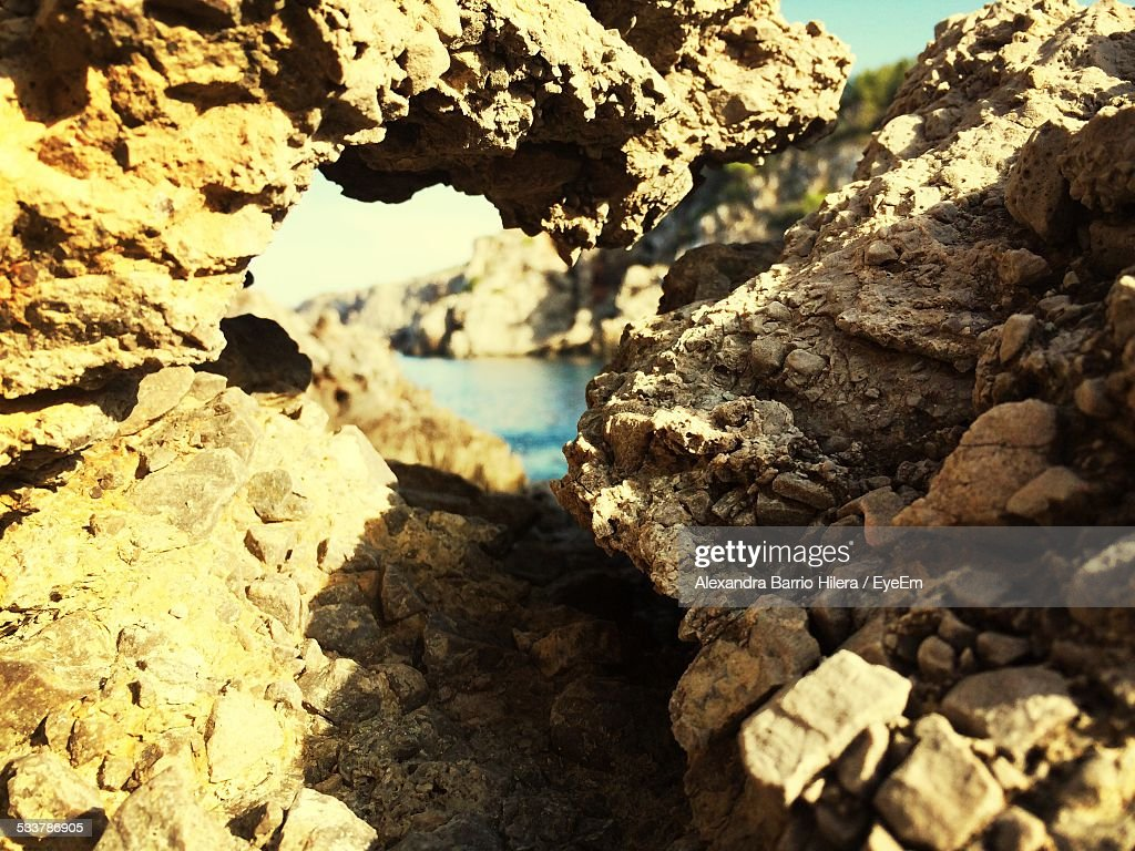 Rock Formation In Sunlight And Lake : Foto stock