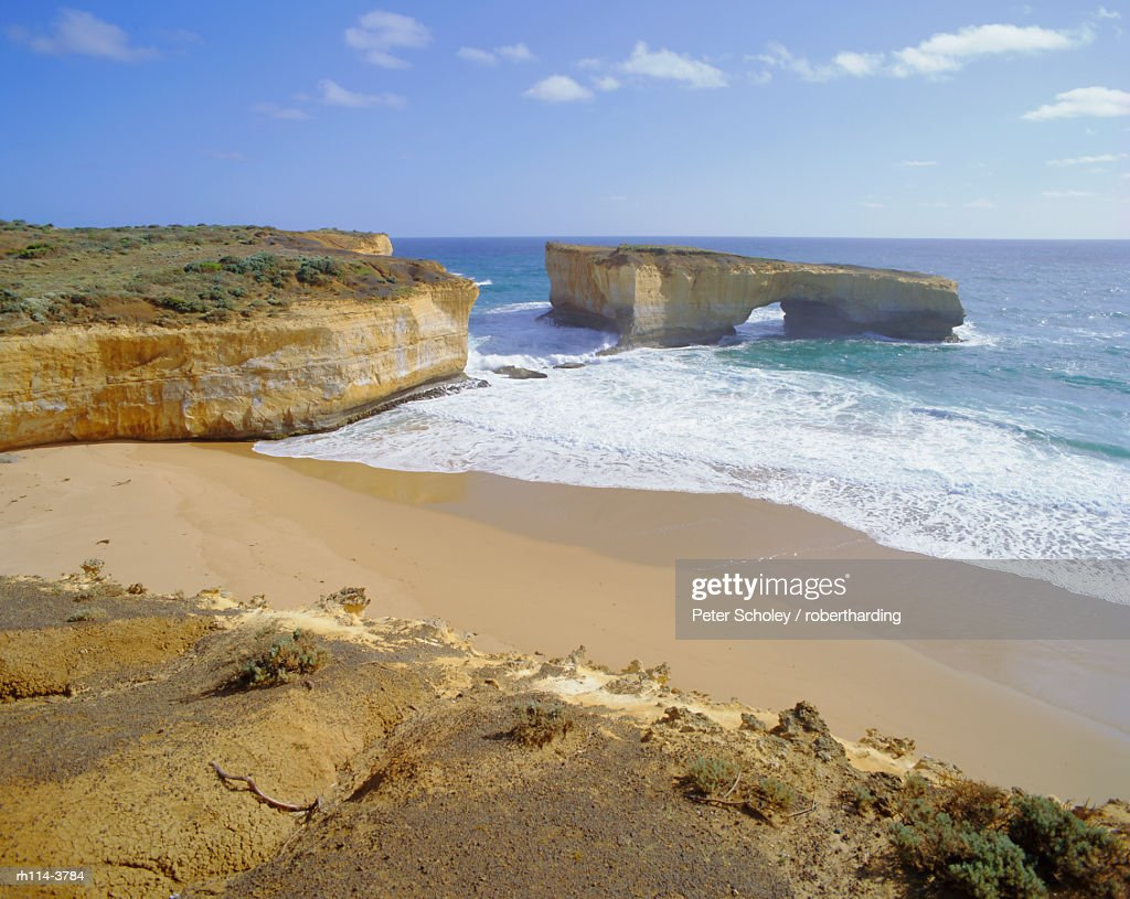 Rock formation known as London Bridge, Great Ocean Road, Victoria, Australia : Foto de stock