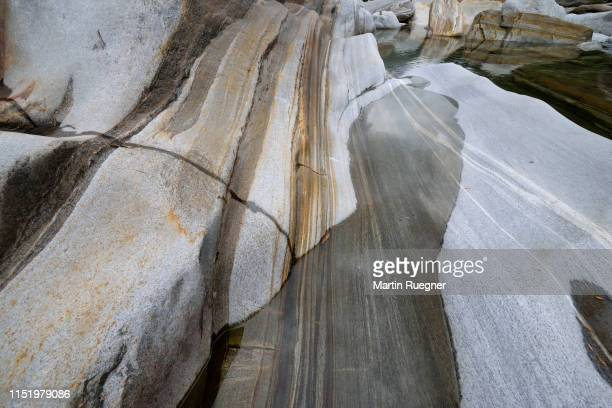 rock formation with water at the valle verzasca . gneiss, paragneiss detail at verzasca river. - gneiss stock pictures, royalty-free photos & images