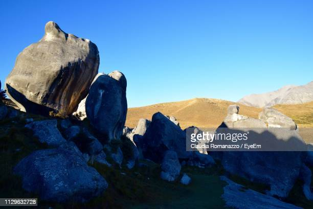 rock formations against blue sky - claudia romanazzo foto e immagini stock