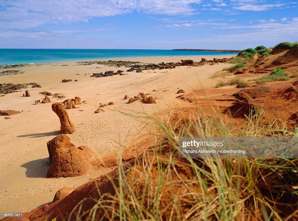 Rock formations and dunes, Ridell Beach, Broome, Western Australia, Australia : Foto de stock